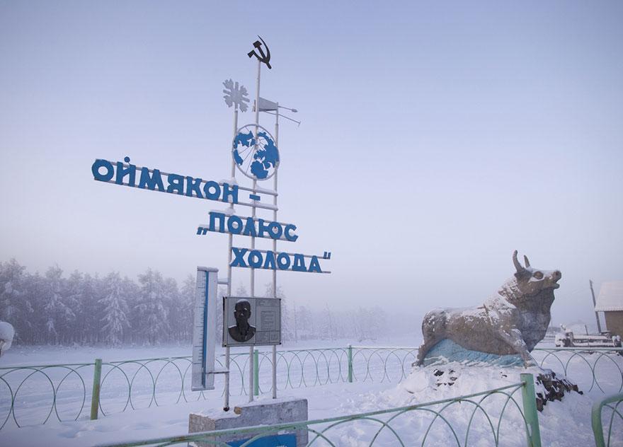 Semn la intrare in sat Oymyakon - Polul Frigului