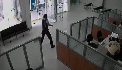 paznicul bancii trage catre hot